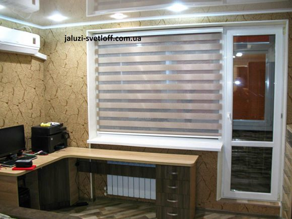 рулонные шторы день-ночь в рабочем кабинете