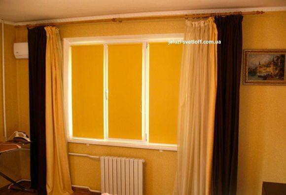 рулонные шторы желтого цвета в херсонской квартире