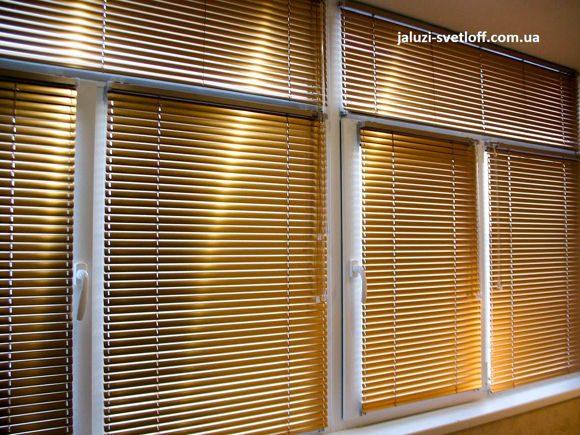 горизонтальные жалюзи стандарт золотого цвета на балконе Чернигова