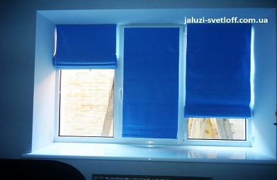 Красивые римские шторы синего цвет на весь оконный проем