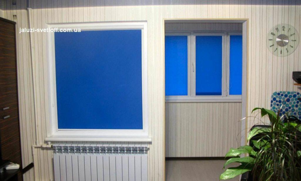 Рулонные шторы на обычном окне и окнах балкона