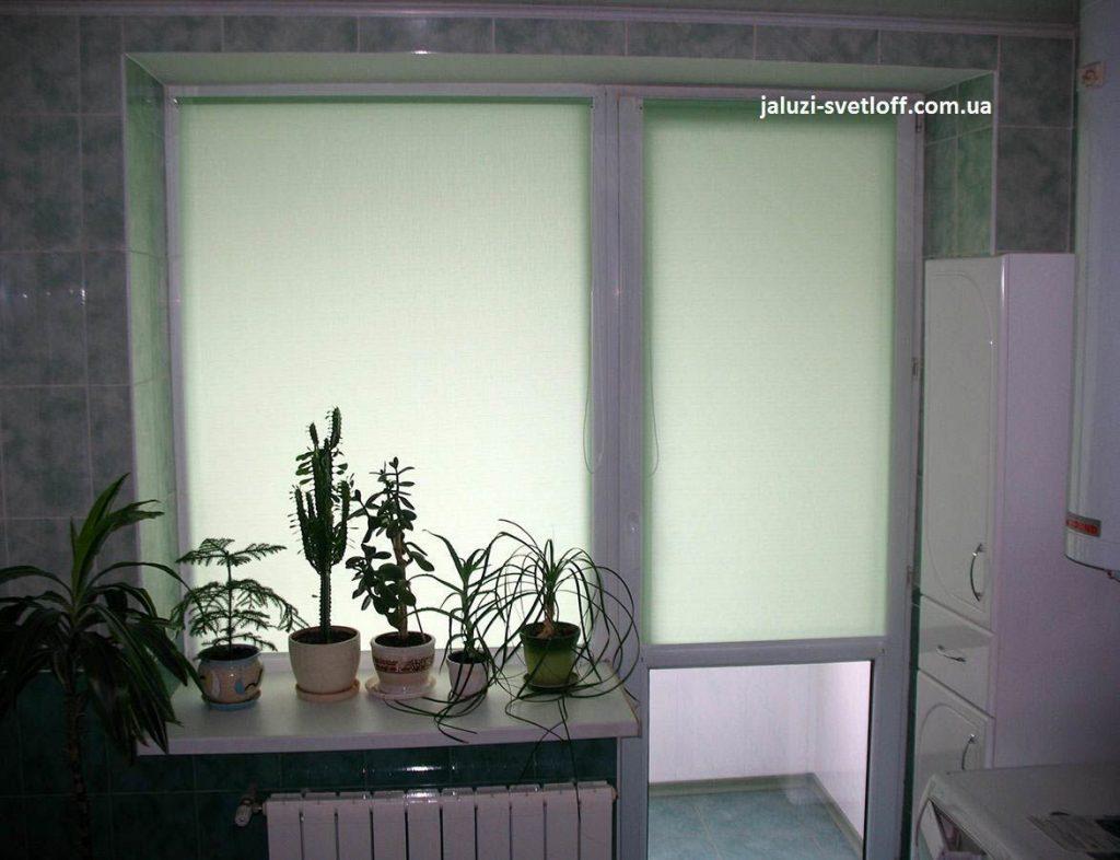 Салатовые рулонные шторы на кухню